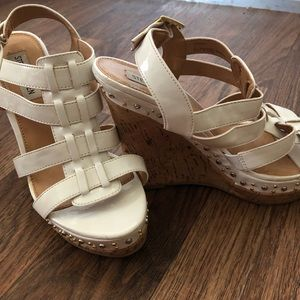 🐝 Steve Madden wedges